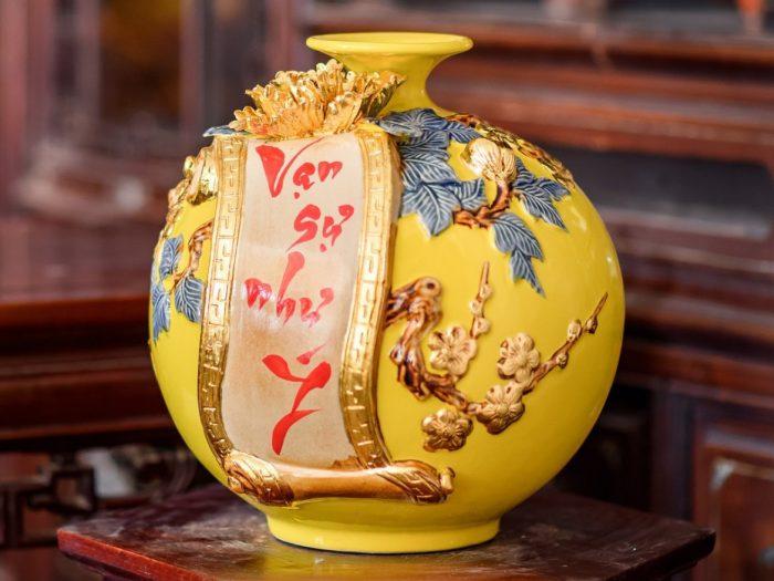 bình hút tài lôc đắp nổi vạn sự như ý dát vàng màu vàng